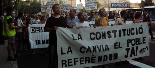 Los indignados se han manifestado en contra de la reforma constitucional