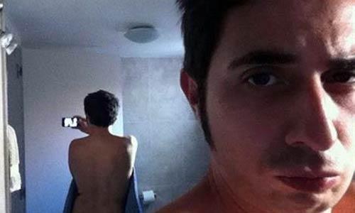 Berto imita el desnudo de Scarlett en Twitter