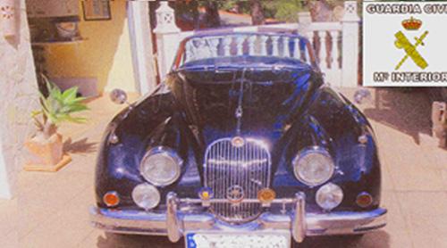 Arrestado por falsificar expedientes para matricular vehículos históricos