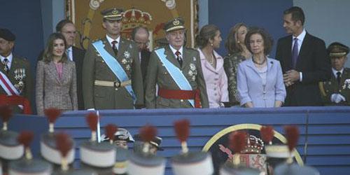 Los Reyes presiden la parada militar en Madrid
