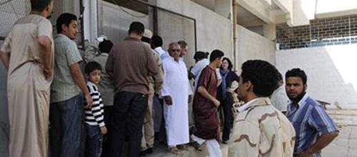 Los libios se agolpan para ver el cadáver expuesto de Gadafi