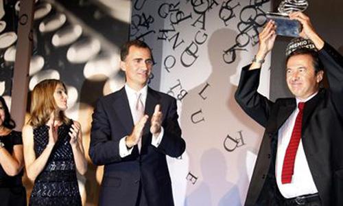 Los Príncipes entregan a Javier Moro el Planeta 2011