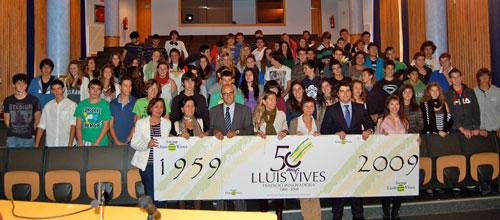 Alumnos de 4º de ESO del Luis Vives desfilan por la Sonrisa Médica