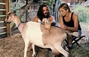 Jennifer Aniston y Justin Thereoux se conocieron ordeñando una cabra