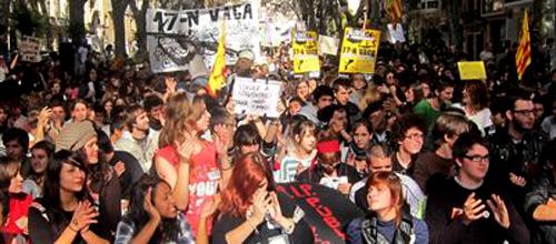 Un millar de estudiantes de la UIB se manifiesta contra los recortes