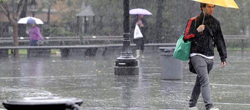 Domingo, con lluvia y fuertes vientos