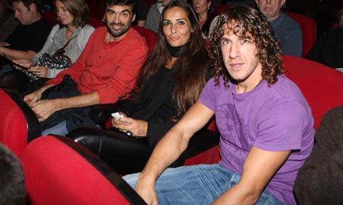 Puyol se lo pasa en grande con Mónica Pérez