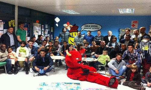 El Mallorca visita a los niños ingresados en Son Espases