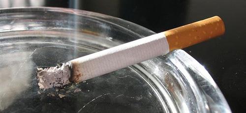 Fumar en casa es un factor de riesgo para que los hijos fumen