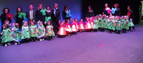 La escoleta Asima celebra su función de Navidad en el Trui Teatro