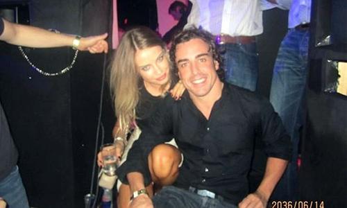 Xenia Tchoumitcheva encandila a Alonso