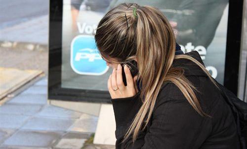 Universitarios con miedo a no tener el móvil a mano
