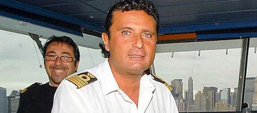 """""""Capitán, es una orden, vuelva a bordo y coordine la ayuda, ya hay muertos"""
