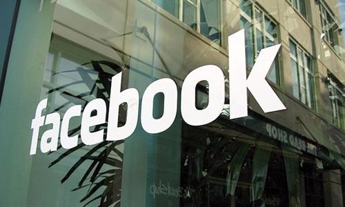 Facebook mete publicidad en el muro de los usuarios