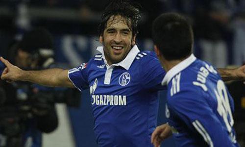 Raúl marca su gol 400
