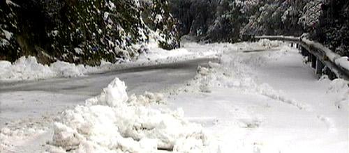 La nieve mantiene cerradas tres carreteras en Mallorca