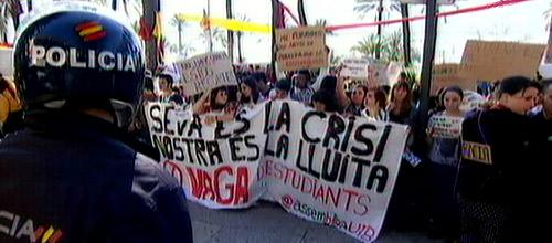 Cerca de 2. de 1.000 estudiantes se manifiestan en Palma en contra de los recortes