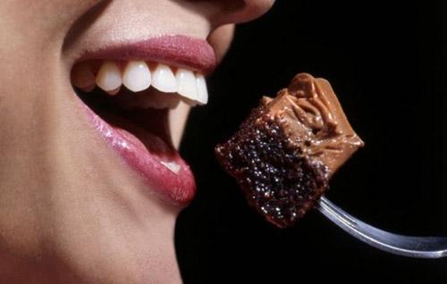 Desayunar tarta de chocolate adelgaza