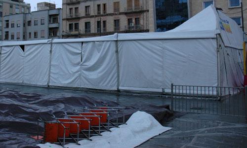 Se hunde el techo de la pista de hielo de Plaza de España