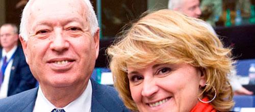 La eurodiputada Rosa Estaràs, con el Ministro García-Margallo