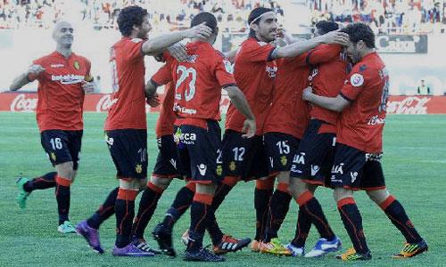 El Mallorca vence y aleja al Atlético de Europa