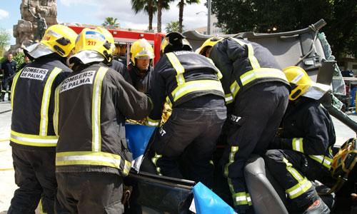 Los bomberos subrayan la importancia de las 'Hojas de rescate' en vehículos