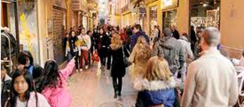 Comercios y restaurantes califican de éxito la apertura en domingo