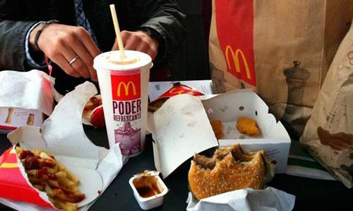 El nivel de sal en la comida rápida varía según el país