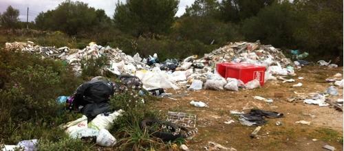 Las cuestas de Xorrigo llenas de basura