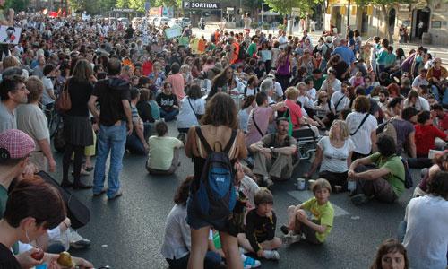 La policía acabó desalojando a los indignados de la Plaza de España
