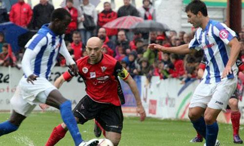 Un penalty y un gol en propia puerta dejan al Atlético Baleares en dique seco