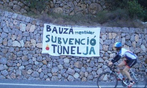 """La protesta """"no vull pagar"""" seguirá en el peaje del túnel de Sóller"""