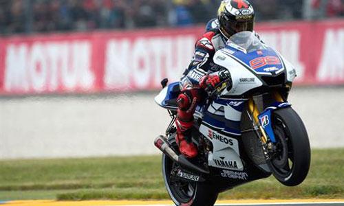 Lorenzo muestra su poderío en Le Mans