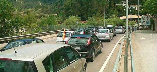 Decenas de coches pasan el tunel de Sóller sin pagar