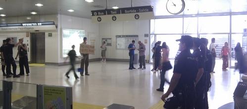 """La protesta """"No vull pagar"""" se extiende a la Estación Intermodal"""