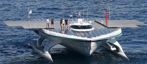 El barco solar más grande del mundo recalará en Port Adriano