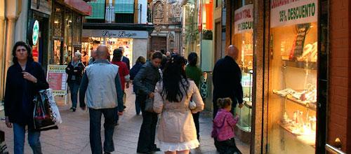Ya son siete de cada diez los comercios del centro que abren en domingo