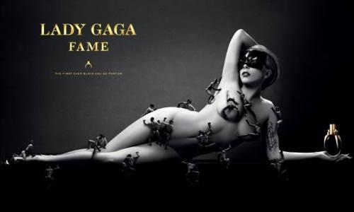 Lady Gaga promociona su perfume desnuda