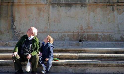 Sólo el 2% de los abuelos se estresa por cuidar de los nietos