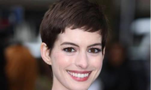 Anne Hathaway retrasa su boda su boda debido a su corte de pelo