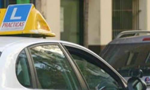 Detenido un profesor de autoescuela por enseñar a conducir a su hijo