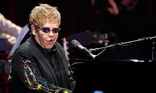 Elton John consigue su primer