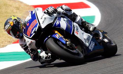 Lorenzo se impone en los libres del GP de Italia