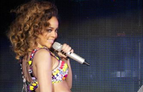 Rihanna demanda a sus excontables por pérdidas millonarias