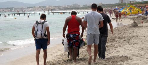 Redada contra vendedores ambulantes en las playas del norte de Mallorca