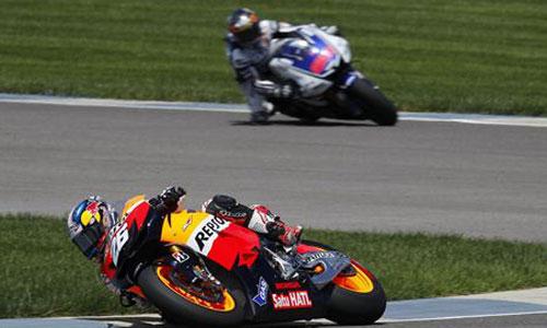 Pedrosa supera a Lorenzo en Brno y aprieta en la general