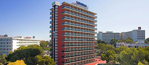 Muere un joven tras caer del quinto piso de un hotel de la Platja de Palma