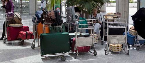 AENA confirma que cobrará 1€ por usar los carritos del aeropuerto