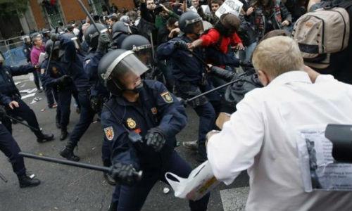 Controversias sobre la infiltración de la Policía en el 25S