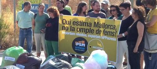 El PSM se concentra en Son Reus en contra del proyecto de residuos
